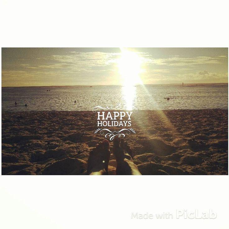 Bonne vacances et happy holidays à tous #happyholidays #vacances #bonnevacances #repos #chilling #farniente #noel #today #findelecole #school #plage #soleil #chaleur #sable #Sun #sunset #landscape #couchédesoleil #photographyoftheday #picoftheday #photographers #lareunion #reunion #reunionisland #974 by barajeny