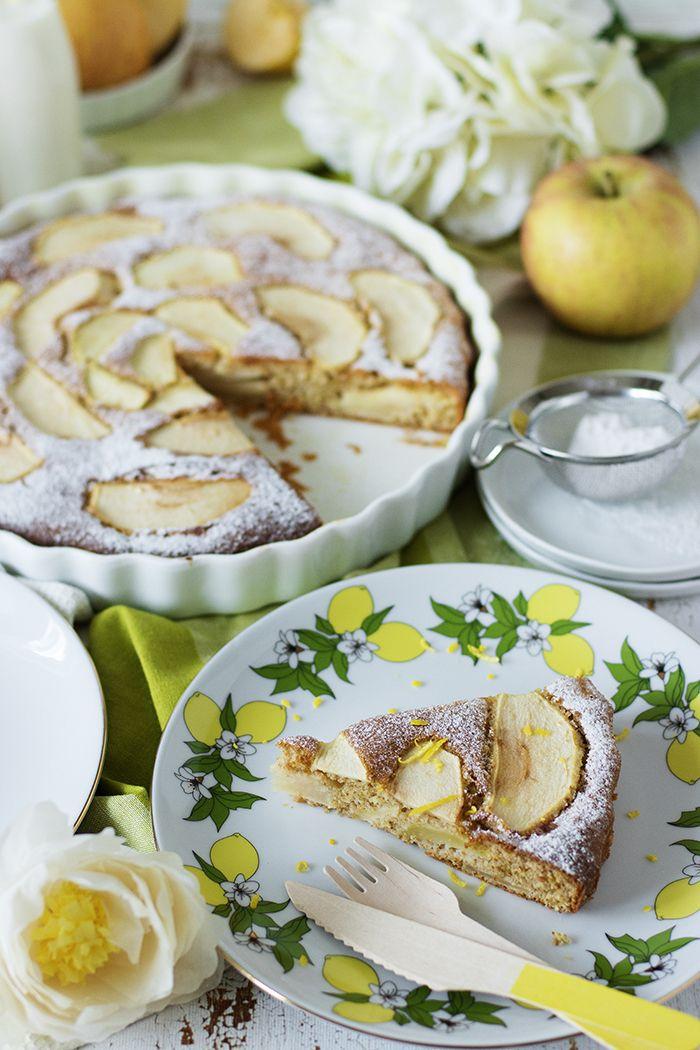 Mis gibi limon aromalı, yağsız, hafifliği ve yumuşaklığıyla damakta hayranlık uyandıran bir kek çıktı fırınımdan az evvel.. Henüz kokusu...