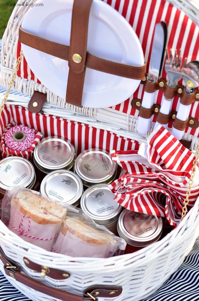 The perfect picnic basket! Filled with everything you need for an easy picnic.
