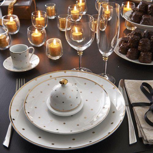 Tazza da caffè e piattino in porcellana bianca con pois dorati