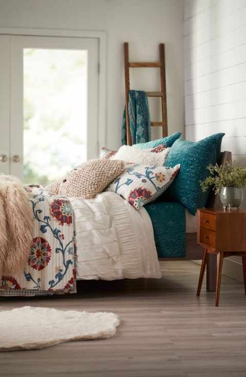 Obsessed with these layers of bedding. So cozy and charming. #bedding #duvet #bedroom