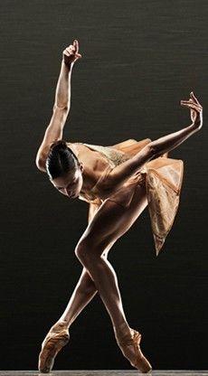 Meredith Webster in Scheherazade, Alonzo King Lines Ballet (photo by RJ Muna).   #Ballet_beautie #sur_les_pointes *Ballet_beautie, sur les pointes !*