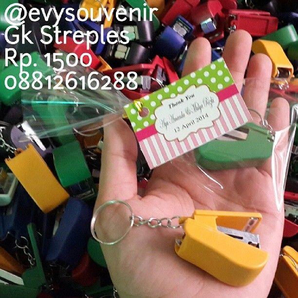 Souvenir Gantungan Kunci Streples, warna campur, dengan kemasan plastik dan kartu ucapan Rp. 1500 #readystock 2400pcs 08812616288 LINE evysouvenir
