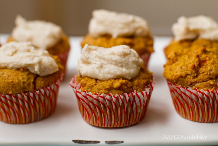 Cinnamon Pumpkin Muffins via healthy happy life #vegan #yum #fall