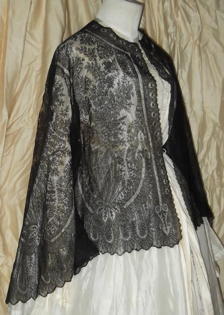 CIVIL WAR ERA BLACK SILK FRENCH CHANTILLY LACE PAGODA SLEEVE JACKET W SCALLOPS