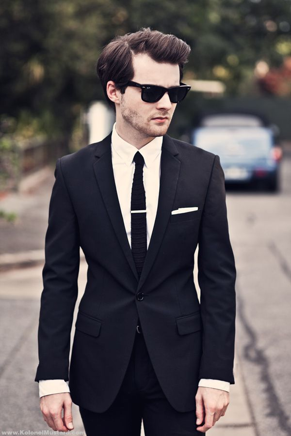Black suit black tie white shirt white pocket square for Black shirt black tie