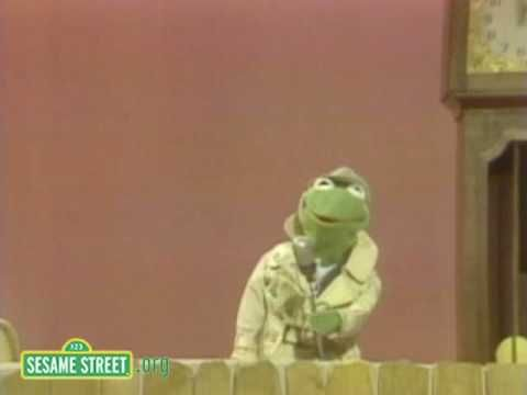 Sesame Street: Kermit Reports News On Hickory Dickory Dock - YouTube