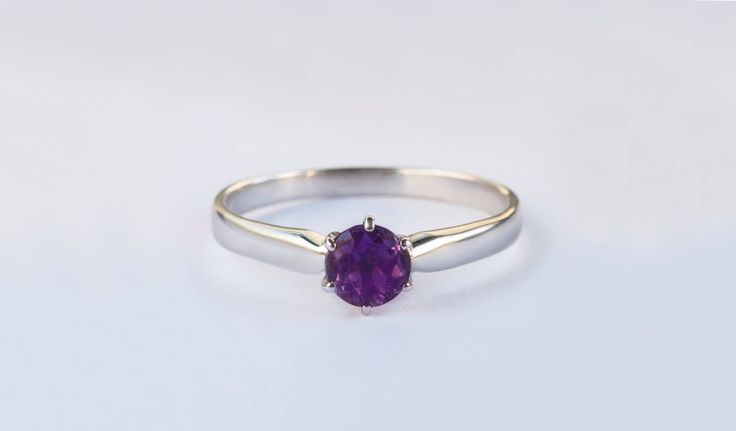 Bílé zlato s ametystem jako ústředním kamenem.    #darek# darecek  #radost #klenotnictvipraha #zlatnictvipraha  #sperky #prsten #zasnubni #snubni #wedding #engagement #diamant #diamantes #diamond #bluediamond #luxus #luxury #willyoumarryme #bridetobe #darecek #proradost #knarozeninam #fashion #kvyroci #zlato #gold #whitegold #bilezlato #svatba #zasnuby #rings #moda #klenotacz #proradost #ozdoby #prejisi