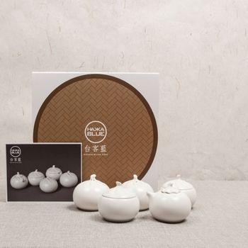 小籠包を模した調味料入れ。 1888台湾元(約6300円)。  それぞれ塩、胡椒、しょうゆ、唐辛子、千切りしょうが(小籠包と一緒に食べます)を入れるようです。 ころころした形がとても可愛いです。