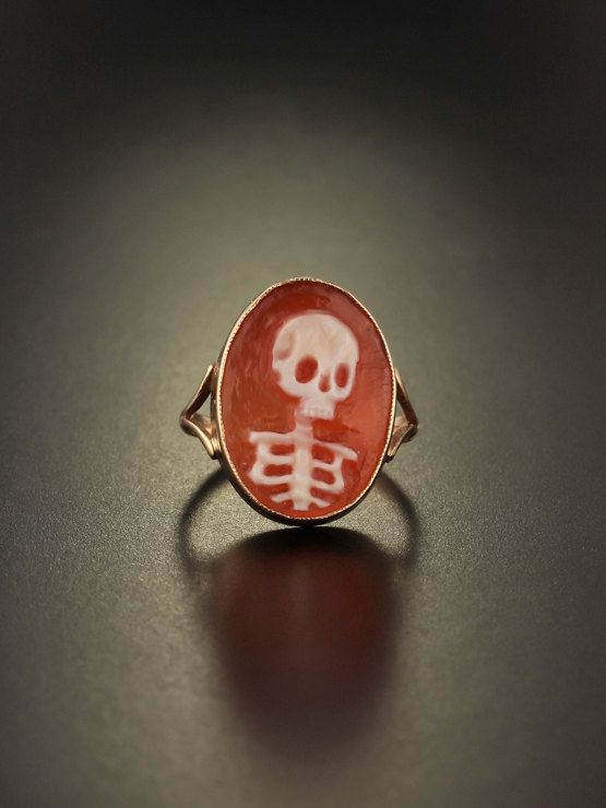 Vintage memento mori skull cameo ring