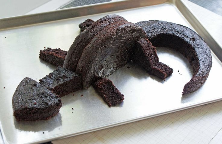"""very simple and kind of looks like """"Toothless"""" from """"how to Train Your Dragon"""" by Dinner with Julie - Chocolate Dragon Cake"""