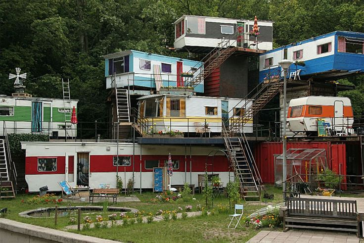 Camper mansion - this is suprisingly nifty!