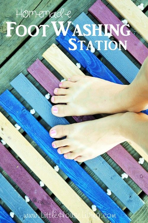 Homemade Outdoor Foot Washing Station. This mat is so cute and so inexpensive to put together. Use to hold your dirty shoes, wash your feet, or just as a pretty mat in front of your door!