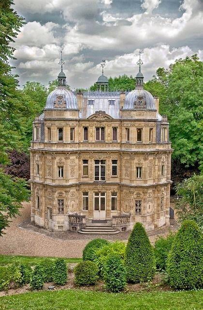 Chateau de Monte Christo, le Port-Marly,près de Paris. Demeure d´Alexandre Dumas