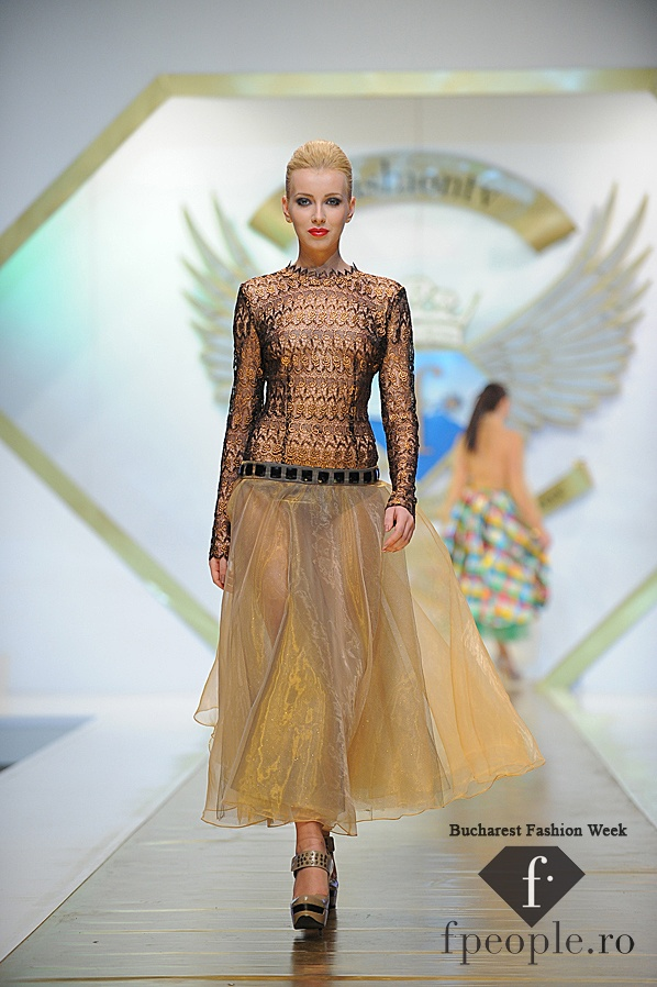 Adriana Agostini - Bucharest Fashion Week - Decembrie 2011