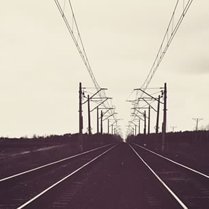 Tory kolejowe raz jeszcze. #railways #railroadtracks #railroad #tracks #trains #cloudy #vscopoland #vscoelite #nikon #nikon_photography_ #instagrampl #blackandwhitephotography #bnw_life #bnw_globe #bnw_worldwide  #loves_poland #visitpoland #ourpoland #pol