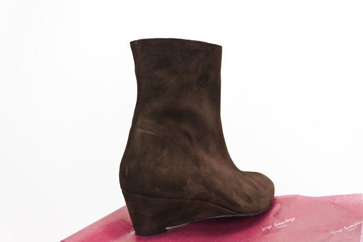 #botines de #cuña en #piel #ante #marron #wedge #brown #suede #booties #wedgebooties #botinesdecuña #españa #madeinspain #moda #fashion jorgelarranaga.com