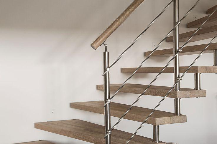 Rampe d'escalier en bois en Chêne blanchi et inox #rampe#rambarde Retrouvez tous nos garde-corps sur www.escaliers-passionbois.com/fr/escalier