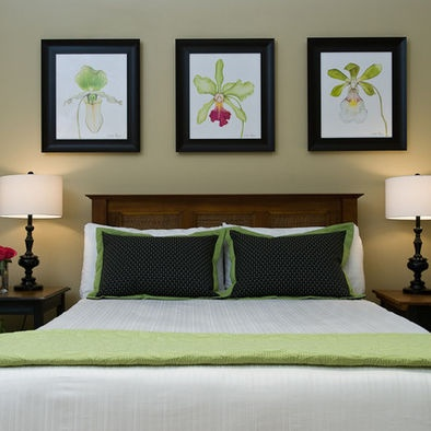 Ben Moore Manchester Tan walls and green and black accents