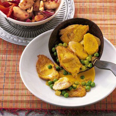 Eine exotisch-fruchtige Kombination aus Pute, Bananen und Erbsen, die hervorragend schmeckt und ganz leicht gelingt. Dazu schmecken Duftreis oder asia...