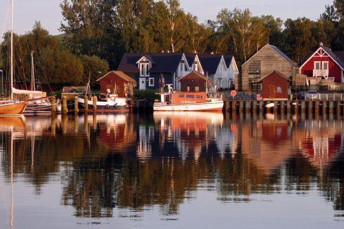 Auf Rügen gibt es jetzt ein unglaublich hübsches Ferienhaus zu mieten: das Strandwood. Heute mit exklusiven Rabatt für euch. Ein Gastbeitrag von Vermieterin Susanne Haase, inklusive ihrer fünf liebsten Tipps für die Insel.