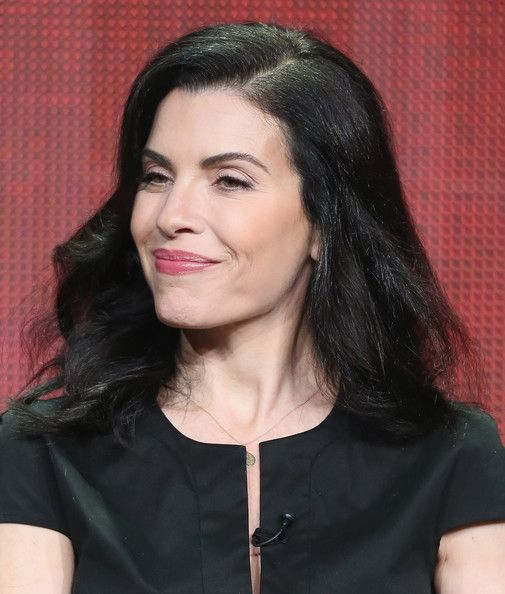 Julianna Margulies Long Wavy Cut - Julianna opted for thick and natural waves at the 2013 TCA tour.