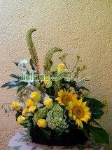 aranjament cu floarea soarelui, trandafiri si eremurus