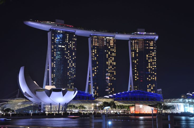 日々進化する最先端の国、シンガポール。年に一度はシンガポールに行く筆者が、とにかく「これだけ見ておけば間違いない!」と言えるものが作りたくて、頑張りました(笑) 今、まさに見てほしいおすすめの観光スポットを集め、その数30!誰もが知る定番観光スポットから、通だけが知るおすすめ情報まで盛り込んだ決定版です!