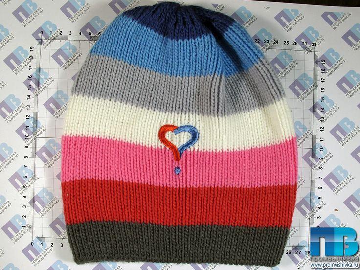 Вышивка на вязаном в Москве на шапке