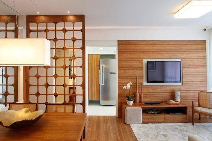Divisória de madeira com desenhos para hall de entrada