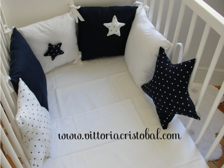 tour-de-lit-bebe-blanc-bleu-marine-etoiles_2.jpg 800 × 600 pixels