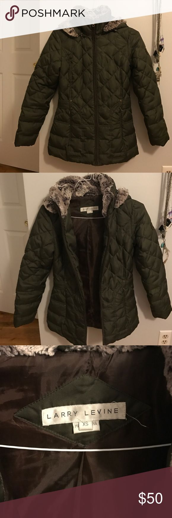 Larry Levine winter coat Down quilted forest green winter coat. With detachable fur-trimmed hood. Larry Levine Jackets & Coats Puffers