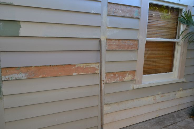 The back wall. I used the heat gun on the really bad weatherboards, replaced some boards and I will sand the rest. 19/03/2014