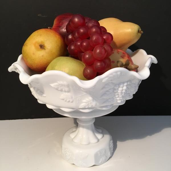 Westmoreland Fruit Bowl Grapes Leaves Pattern Milk Glass 1950s                         – Vintage Love Antiques