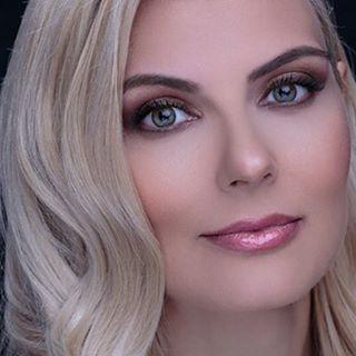 Beauty make-up for blue eyes and blond hair!  #makeupbyme #makeupartist #makeupaddict #beautiful #eyes #eyeshadow #maccosmetics #urbandecay #portrait @horiastan