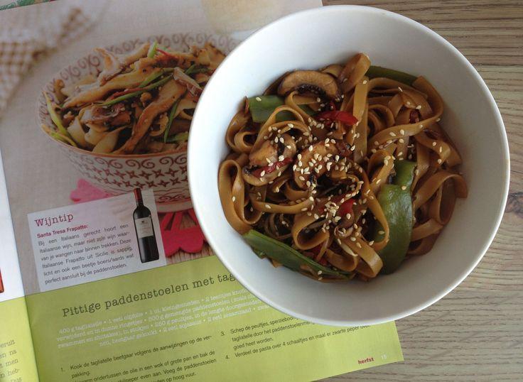 Pittige champignons met tagliatelle en groenten. Recept staat in de herfst 2013 editie van Lekker Weten van EkoPlaza http://www.ekoplaza.nl/_media/magazines/2013/lekker-weten-00-h_2013.swf.