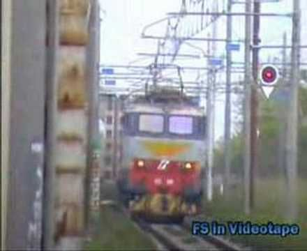 La 655 529 con la marcatura taroccata 555 transita veloce nella stazione di Cancello - Arnone.