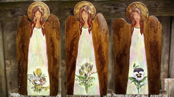 Small wooden angels