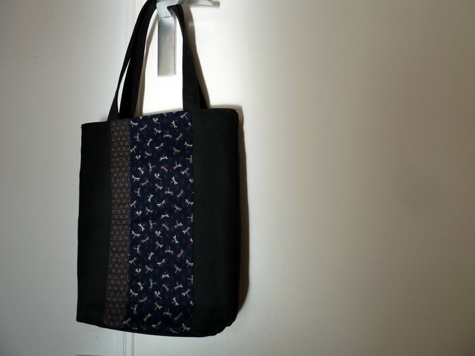 Ce week-end, couture d'un sac cabas, décoré d'un patchwork de tissus japonais, avec de petites libellules. C'est un kit acheté lors du dernier salon Créativa de Montpellier, chez Sashiko-ya. La créatrice a prévu de jolies finitions avec une parmenture,...