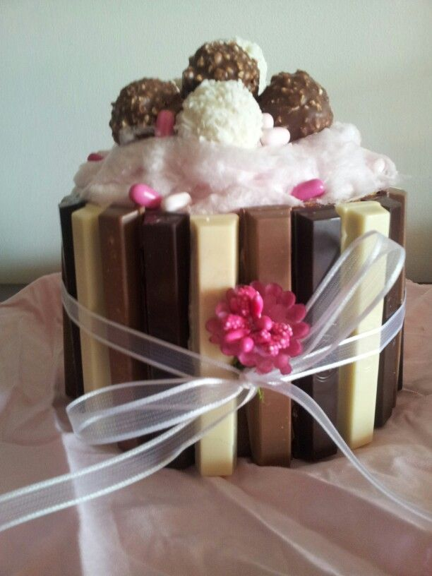 Panettone decorato. Cake with candies.