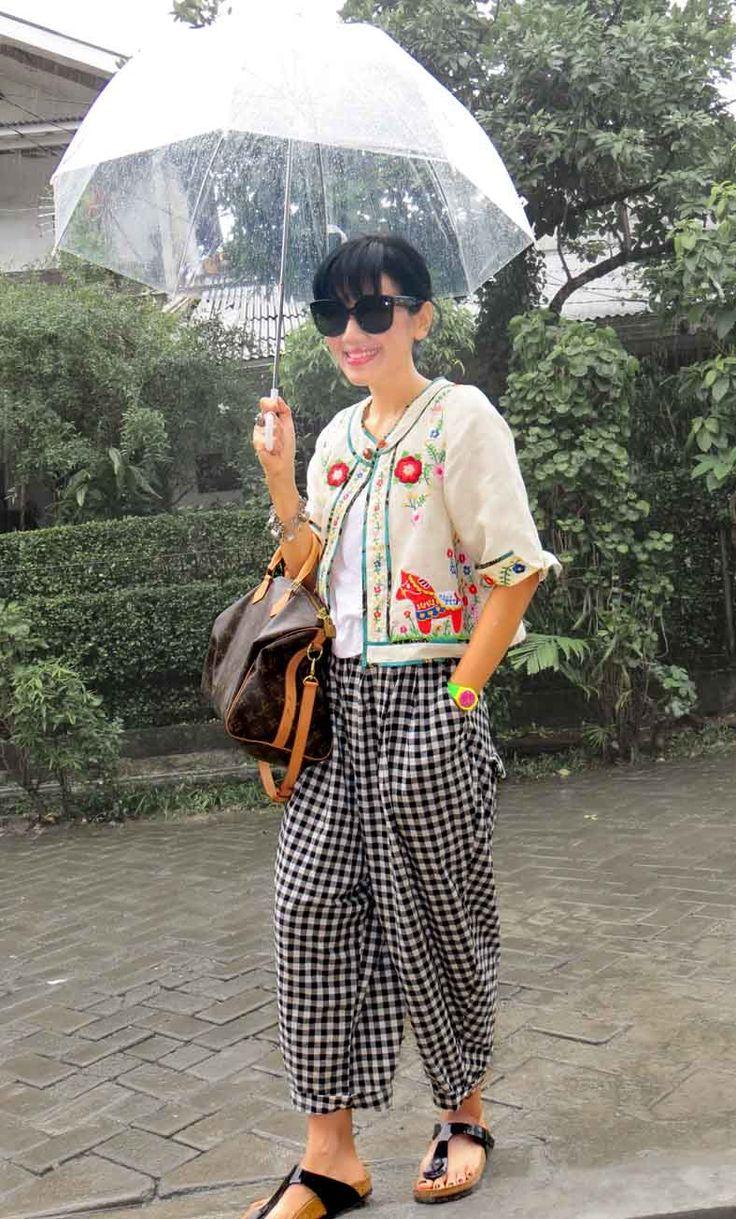 ..love it when it rains Wearing Batik Amarillis's Dala Jacket, Tokyo85 pants,Louis Vuitton 'speedy bag , Celine  'Audrey  sunglasses & Birkenstock 'gizeh sandals
