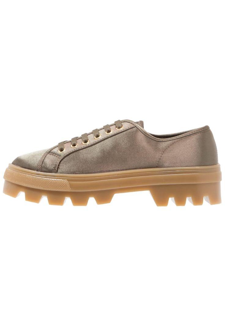 ¡Consigue este tipo de zapatos con cordones de Topshop ahora! Haz clic para ver los detalles. Envíos gratis a toda España. Topshop CLOVER Zapatos con cordones khaki: Topshop CLOVER Zapatos con cordones khaki Ofertas     Material exterior: tela, Material interior: tela, Suela: fibra sintética, Plantilla: tela   Ofertas ¡Haz tu pedido   y disfruta de gastos de enví-o gratuitos! (zapatos con cordones, vestir, acordonado, acordonados, cordón, blucher, oxford, bluchers, laces, lace-up, lace...