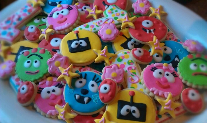 Yo Gabba Gabba cookie platter...mix up the patterns and sizes to create some visual interest.