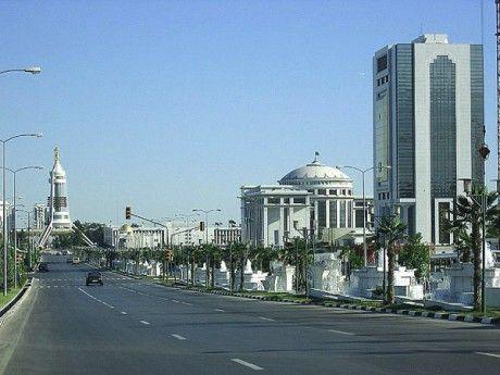 1983-07--su-tkm---hlavni-mesto-aschabad-a-jeho-sose.jpg (460×345)