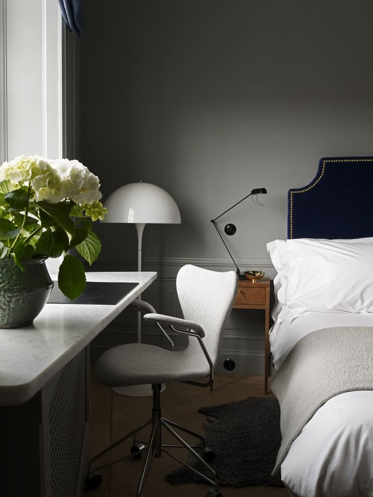 Panthella floor lamp by Verner Panton from Louis Poulsen and Series 7 office chair by Arne Jacobsen from Fritz Hansen | Ett Hem: Double Room