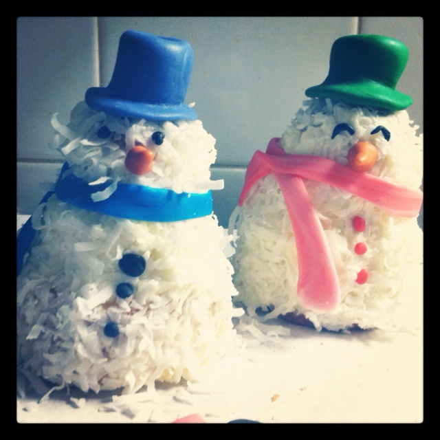 coconut cake snowmen | CRAFTS | Pinterest