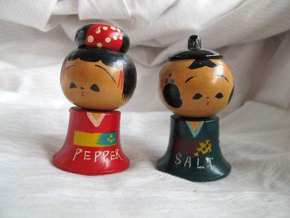 Japonaise Kokeshi Doll sel et poivre Shaker set / bobblehead salières et poivrières en bois