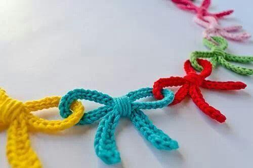 Crochet, bows