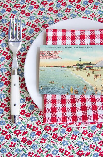 Gingham, flowers, and old postcards-cute Summer table setting!: Placecard, Vintage Postcards, Tables Sets, Place Settings, Place Cards, Place Sets, Summer Party, Old Postcards, Flower Display