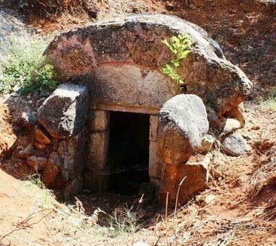 • Ο Τάφος του Αχιλλέα, Βασιλιά των Μυρμιδόνων, Μαυρίλο, Δήμος Αγίου Γεωργίου, Τυμφρηστός, Φθιώτιδα • The Grave of Achilles, King of the Myrmidons, Mavrilo village, Municipality of Agios Georgios, Tymfristos, Fthiotida (Fthia)